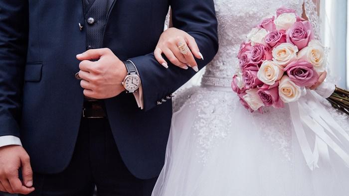 クレジットカードは結婚したら名義変更する必要がある